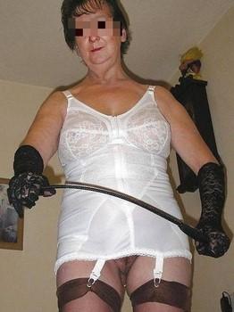 Femme mature et dominatrice du 59 cherche hommes à dompter